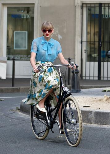 "Taylor snel, swift filming ""Begin Again"" muziek video in Paris, France 01102012"