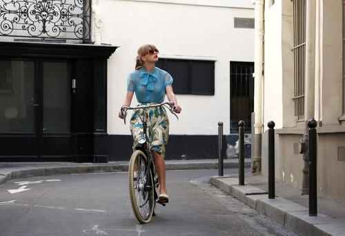"Taylor Swift filming ""Begin Again"" music video in Paris, France 01102012"