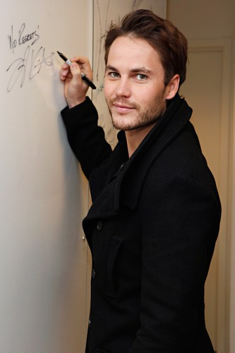 Taylor Kitsch Hintergrund possibly containing a well dressed person and a business suit titled Taylor visits SiriusXM (Sep. 27th, 2012)