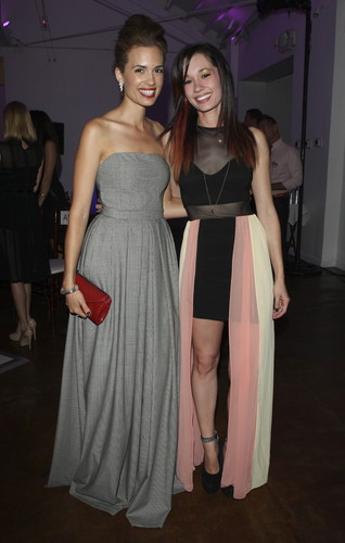 Torrey and her sister Maryelle at H Couture Fashion mostrar (2012)