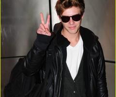 Xavier Samuel(Riley Biers)