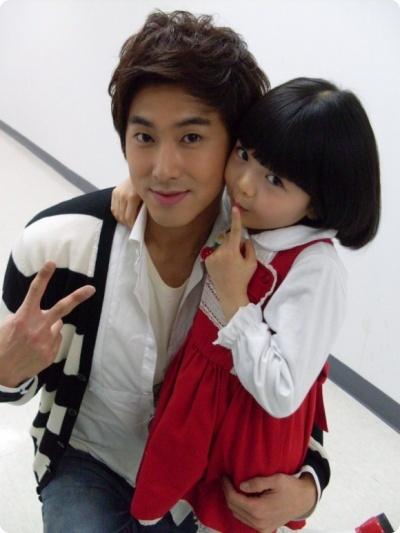 Yunho and little girl