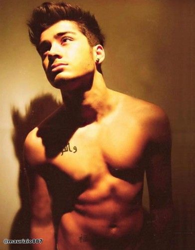 One Direction hình nền with a một khúc lớn, hunk and skin called Zayn Malik,hot 2012