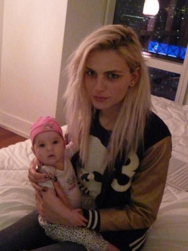 andrej pejic kertas dinding probably with a neonate called andrej pejic