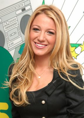 Blake Lively karatasi la kupamba ukuta probably with a portrait called blake