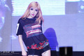 bom 2NE1 perform