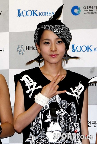 DARA 2NE1 Hintergrund possibly with a portrait called dara 2ne1 hip hop style