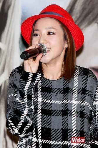 dara 2ne1 in red hat