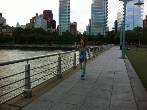 dara 2ne1 jogging