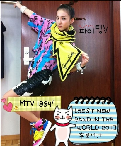 DARA 2NE1 Hintergrund possibly containing a sign titled dara 2ne1 MTV iggy