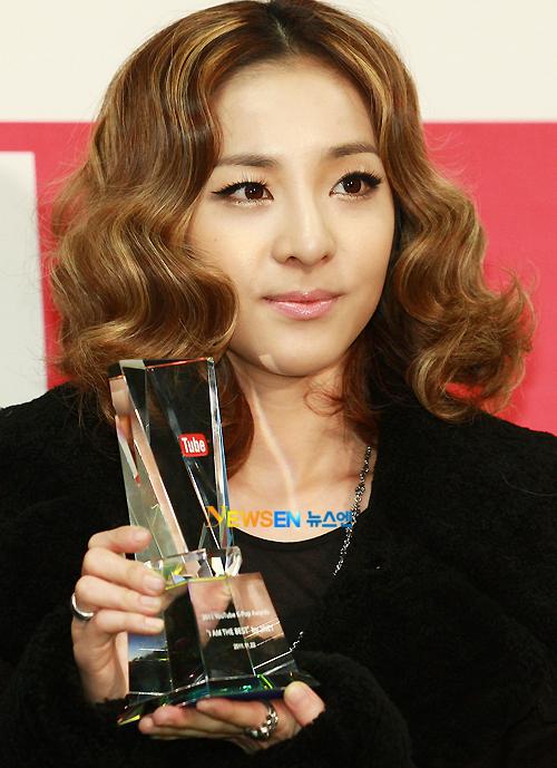 dara 2ne1 you tube award