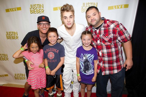 jb with fans in arizoma