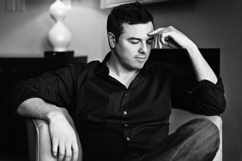 Seth MacFarlane wallpaper possibly with a living room, a drawing room, and a family room called seth