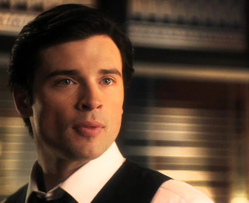 Tom Welling Hintergrund possibly with a business suit called tom welling