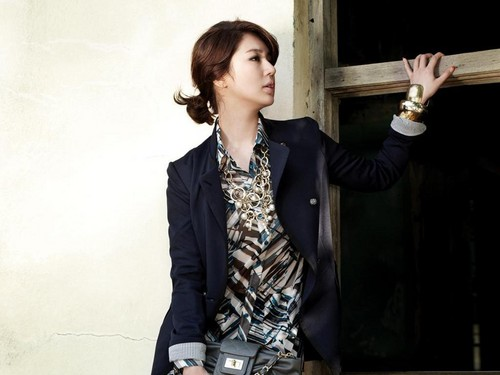 DARA 2NE1 fondo de pantalla containing a business suit titled yoon eun hye joinus