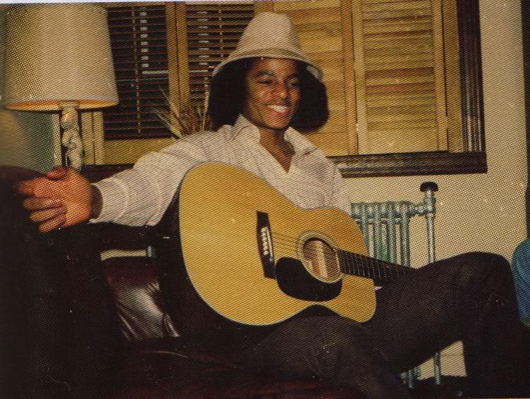 19 سال OLD MICHAEL PLAYING گٹار