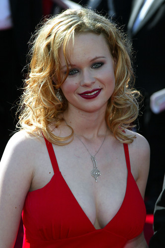 Thora Birch fond d'écran titled 55th Annual Primetime Emmy Awards
