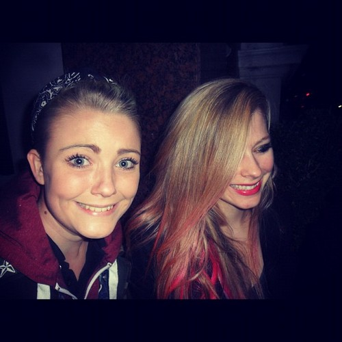 Avril with mashabiki in London 8/10/2012