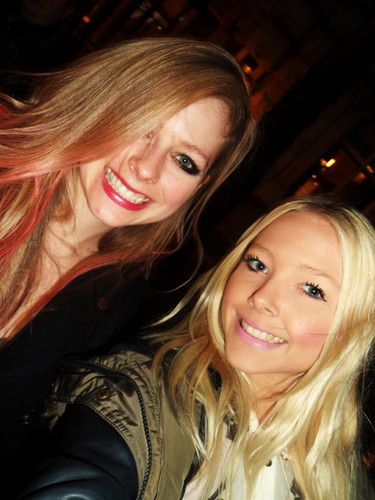 Avril with fans in Londres 8/10/2012
