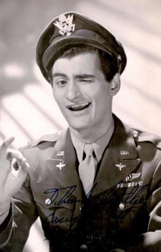 celebridades que murieron jóvenes fondo de pantalla containing a green beret, fatigas, se fatiga, uniforme de fatiga, uniforme de campaña, and vestido de batalla entitled Bonar Colleano (14 March 1924 – 18 August 1958)