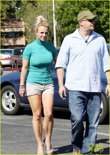 Britney - Leaves an Old Navy clothing store in Los Angeles - September 20, 2012