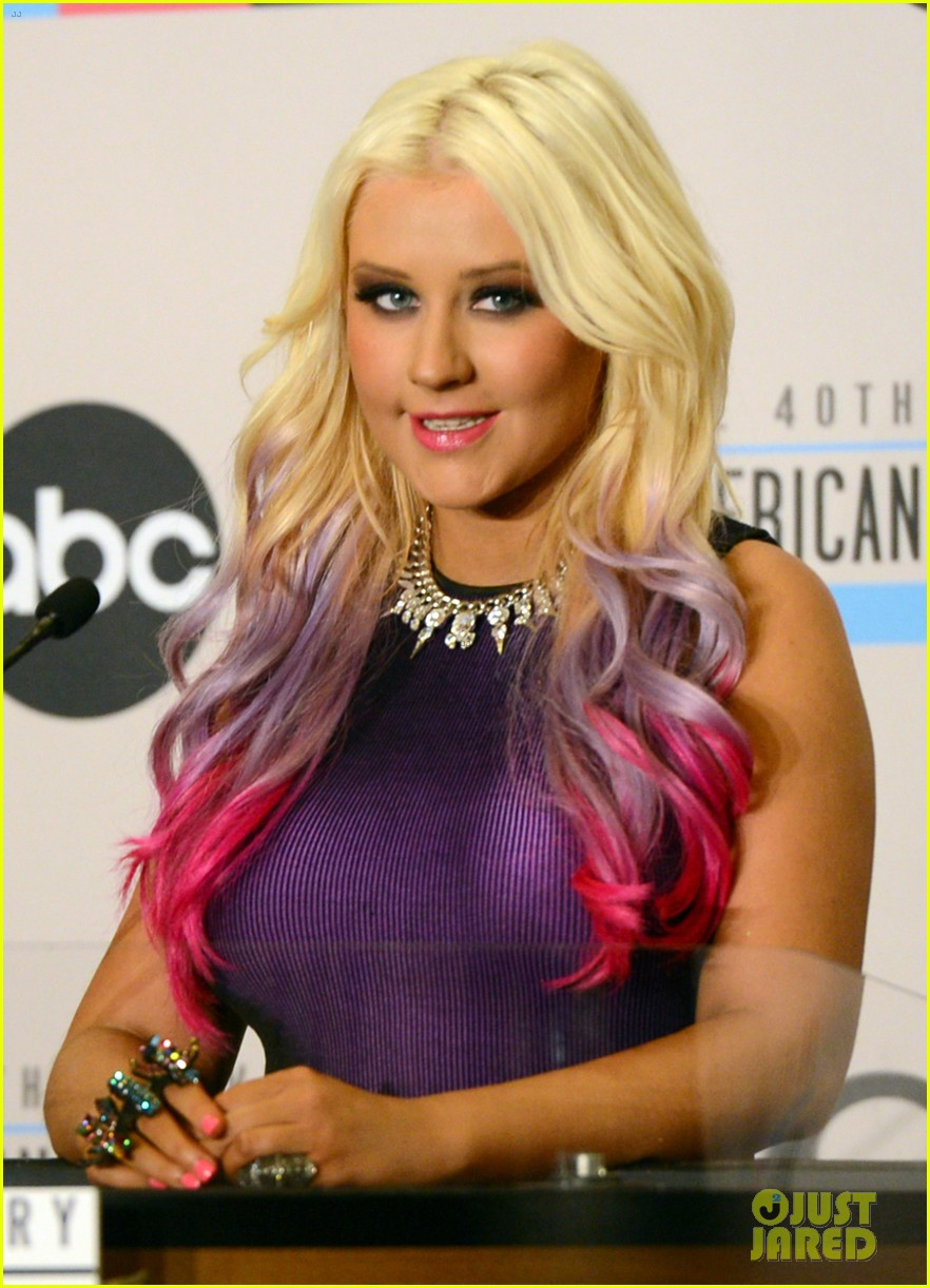 http://images6.fanpop.com/image/photos/32400000/Christina-Aguilera-speaks-onstage-during-the-2012-American-Music-Awards-nominations-press-christina-aguilera-32426790-882-1222.jpg