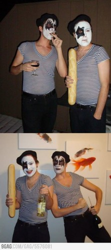 Costume pun: French किस