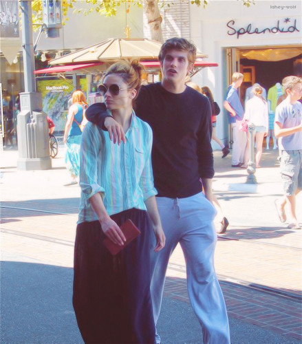 Crystal Reed वॉलपेपर with a सड़क, स्ट्रीट and a business suit called Crystal Reed and Daniel Sharman