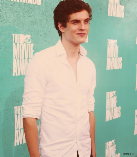 Daniel Sharman fondo de pantalla possibly containing a well dressed person and a portrait titled Daniel Sharmanღ