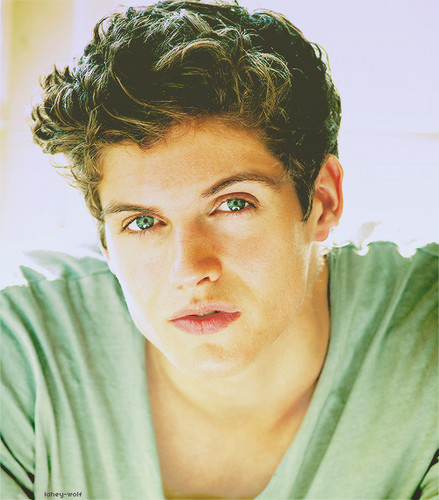 Daniel Sharman karatasi la kupamba ukuta possibly with a portrait entitled Daniel Sharmanღ