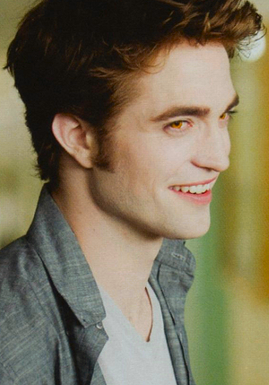 Edward Cullen wallpaper probably containing a portrait entitled Edwrad Cullen smiling