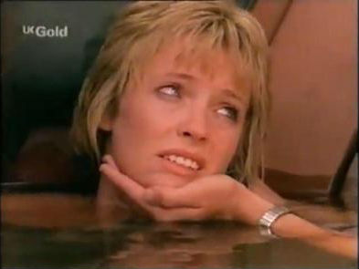 FlyingDoctorsbigfan3 / Flying Doctors achtergrond containing a hot tub and a portrait called Emma Patterson Season 5