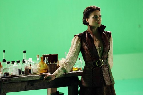 Episode 2.05 - The Doctor - BTS picha