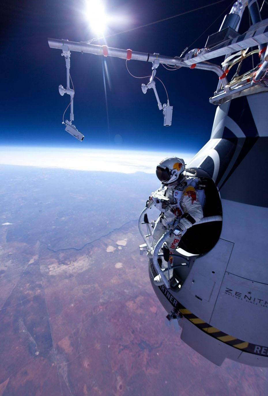 Current Events images FELIX BAUMGARTNER - SPACE DIVE HD ...