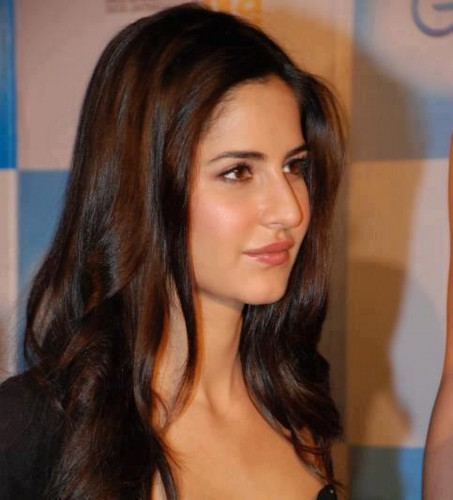 Katrina Kaif karatasi la kupamba ukuta with a portrait and attractiveness called Fb.com/DanielRadcliffefanclub