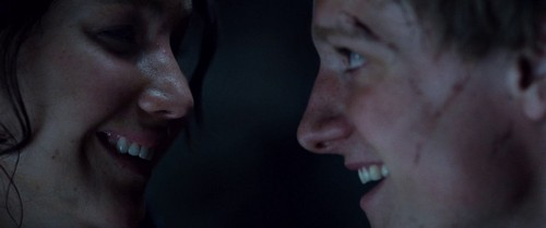 Peeta Mellark and Katniss Everdeen kertas dinding possibly containing a portrait titled Hunger Games screencaptures [HQ]
