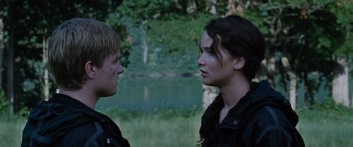 Peeta Mellark and Katniss Everdeen kertas dinding titled Hunger Games screencaptures [HQ]