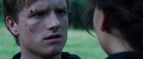 Peeta Mellark and Katniss Everdeen kertas dinding entitled Hunger Games screencaptures [HQ]