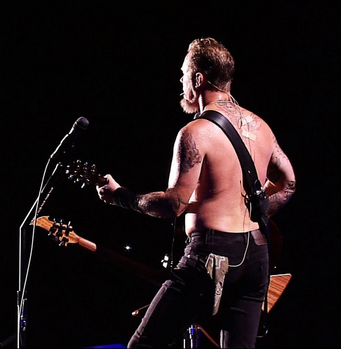 James Hetfield fond d'écran containing a concert called James