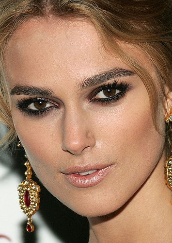 Keira Knightley's brown smokey eye makeup