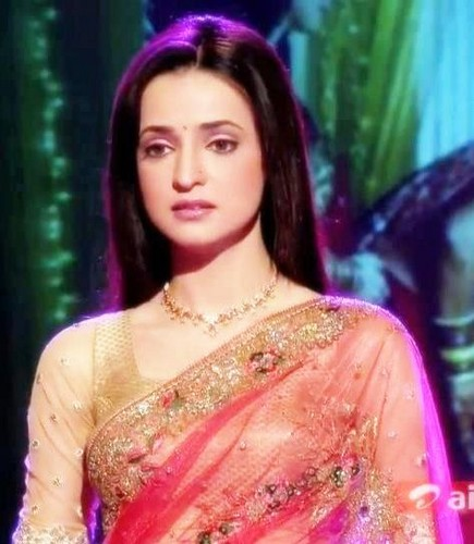Iss Pyar Ko Kya Naam Doon wallpaper possibly containing a bridesmaid, a dinner dress, and a gown entitled Khushi
