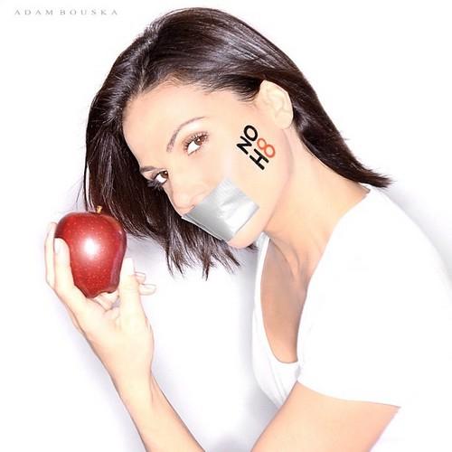 ワンス・アポン・ア・タイム 壁紙 entitled Lana Parrilla- NOH8 Campaign