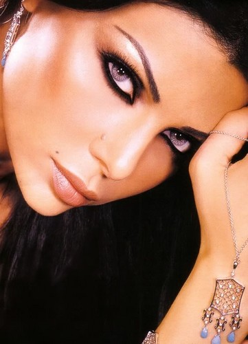 Lebanese singer Haifa Wehbe's makeup