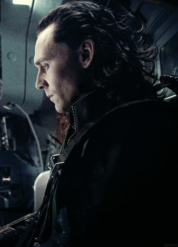 Loki (Thor 2011) fondo de pantalla possibly containing a concierto titled Loki