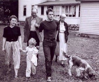 Marlon with his family - Marlon Brando Photo (32438588 ...