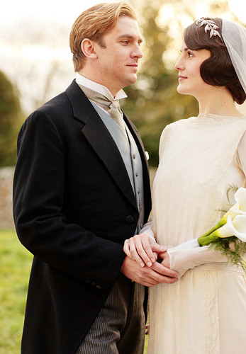 Downton Abbey fondo de pantalla probably containing a business suit and a bridesmaid titled Mary & Matthew's Wedding