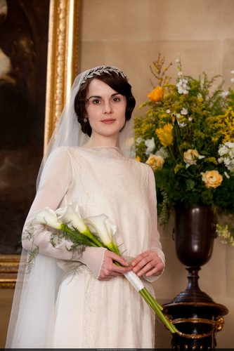 Downton Abbey پیپر وال probably with a bouquet titled Mary and Matthew Crawley Wedding