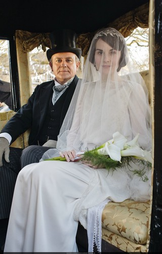 Downton Abbey hình nền titled Mary and Matthew Crawley Wedding