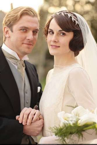 Downton Abbey দেওয়ালপত্র with a bridesmaid and a business suit entitled Mary and Matthew Crawley Wedding
