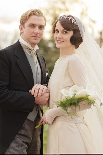 Downton Abbey wolpeyper with a bridesmaid and a business suit called Mary and Matthew Crawley Wedding
